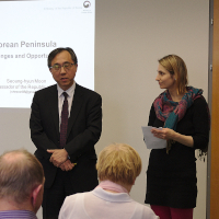 Prague Audience Warms to Korean Ambassador