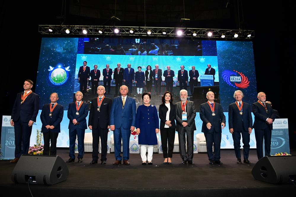 Eight former heads of state received an ISCP founding medal from Dr. Moon